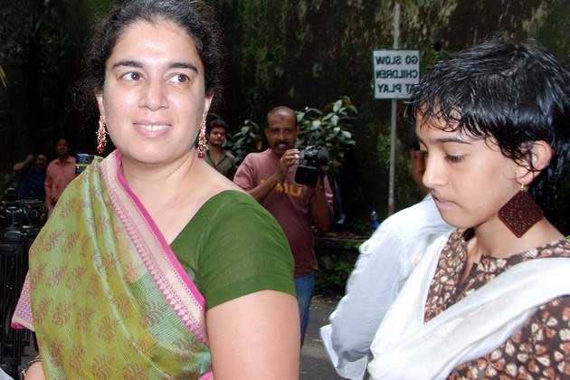 <p>After 16 years of marriage Aamir Khan decided to split from wife Reema Dutt to marry Kiran Rao whom he had met at the sets of Lagaan. While the ex-couple remains to be friends, Aamir has been married again for over 12 years. Reena is yet to get another shot at love and is living with her son and daughter since. </p>