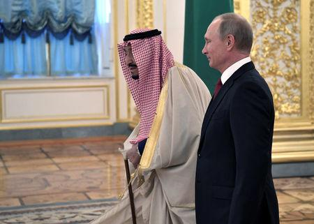 Russian President Vladimir Putin (R) and Saudi Arabia's King Salman walk before their meeting in the Kremlin in Moscow, Russia October 5, 2017. Sputnik/Alexei Nikolsky/Kremlin via REUTERS