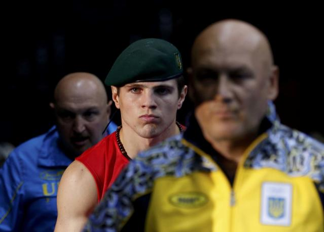 Ukraine's Ievgen Khytrov (C) arrives to the ring before his Men's Middle (75kg) Round of 16 boxing match during the London 2012 Olympic Games August 2, 2012 REUTERS/Murad Sezer (BRITAIN - Tags: SPORT BOXING OLYMPICS TPX IMAGES OF THE DAY)