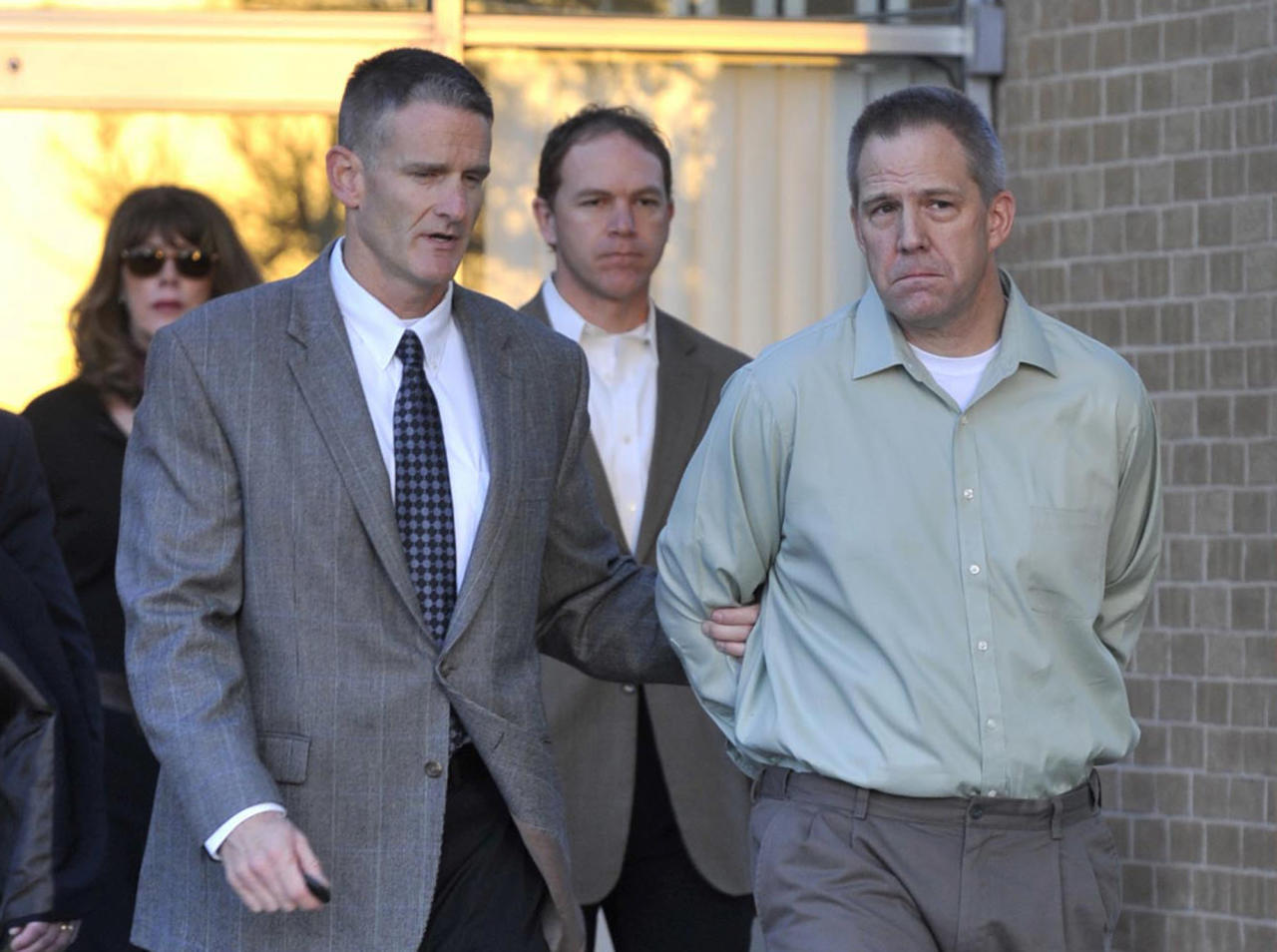 JetBlue pilot Clayton Frederick Osbon, right, is escorted to a waiting vehicle by FBI agents as he is released from The Pavilion at Northwest Texas Hospital, in Amarillo Monday, April 2, 2012. Osbon was taken directly to the Federal Court Building in Amarillo, Texas. (AP Photo/Amarillo Globe-News, Michael Schumacher) MANDATORY CREDIT; MAGS OUT; TV OUT