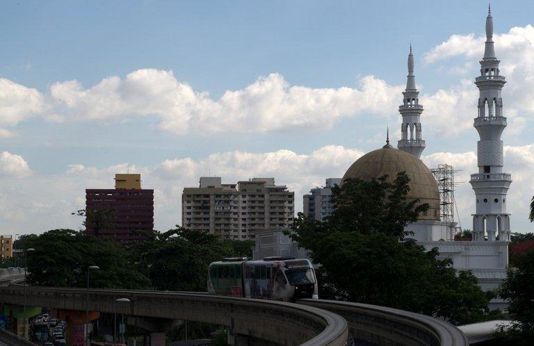 A mono rail makes its way to downtown kuala Lumpur on May 3, 2012. Malaysia and Singapore announced Tuesday that they will build a high-speed rail link between Kuala Lumpur and the city-state with a target to complete it around 2020