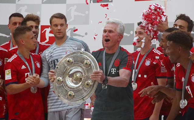 Soccer Football - Bundesliga - Bayern Munich v VfB Stuttgart - Allianz Arena, Munich, Germany - May 12, 2018 Bayern Munich coach Jupp Heynckes and players celebrate winning the Bundesliga with the trophy REUTERS/Michael Dalder DFL RULES TO LIMIT THE ONLINE USAGE DURING MATCH TIME TO 15 PICTURES PER GAME. IMAGE SEQUENCES TO SIMULATE VIDEO IS NOT ALLOWED AT ANY TIME. FOR FURTHER QUERIES PLEASE CONTACT DFL DIRECTLY AT + 49 69 650050