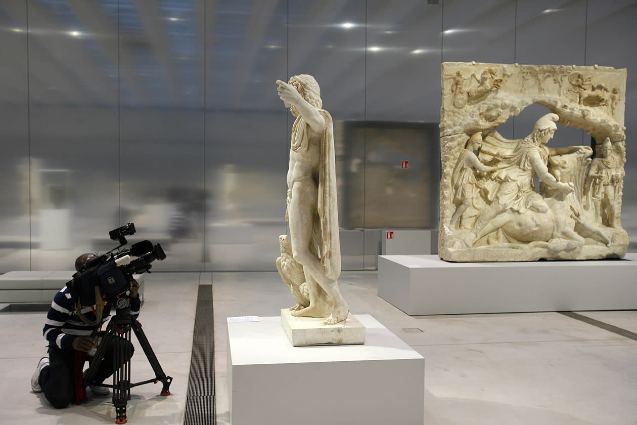 A journalist takes a video in the Louvre Museum in Lens.