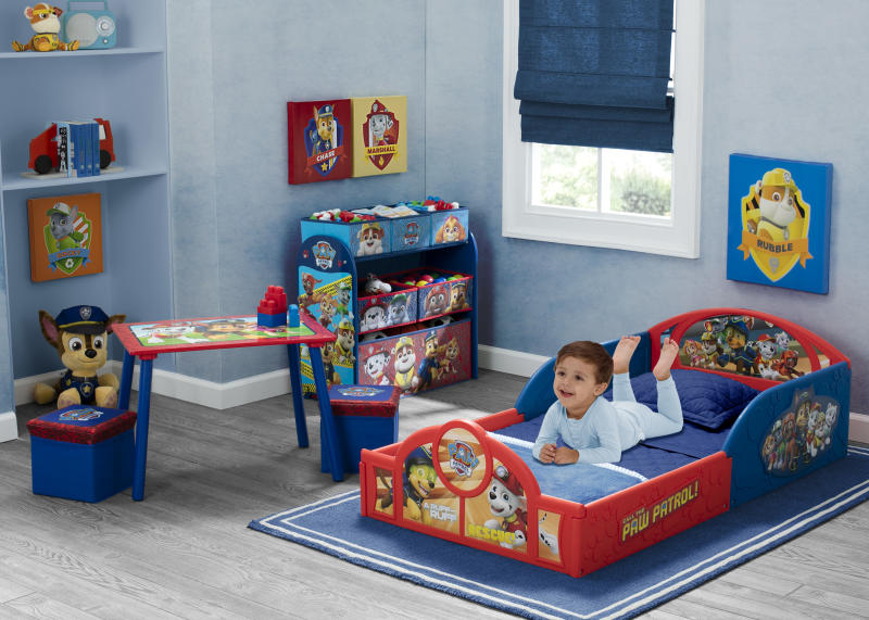 Outfit a kid's room with this five-piece Paw Patrol set and tails will start wagging. (Photo: Walmart)