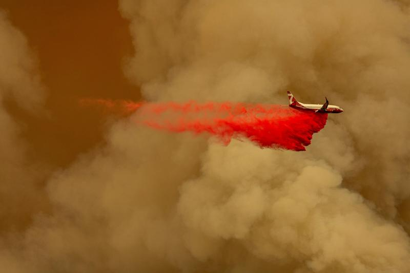 A firefighting tanker jet drops fire retardant to slow the Bobcat fire in the Angeles National Forest on Sept. 10. (Photo: David McNew via Getty Images)