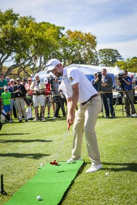 Webb Simpson putts in for a close second at the Battle of the Carolinas (CNW Group/RBC)