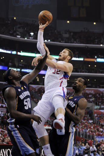 Los Angeles Clippers forward Blake Griffin, center, shoots as Memphis Grizzlies forward Zach Randolph and guard Tony Allen defend during the first half of Game 3 in their first-round NBA basketball playoff series, Saturday, May 5, 2012, in Los Angeles. (AP Photo/Mark J. Terrill)