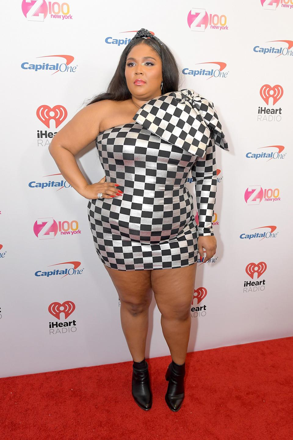 Lizzo's bow-topped black and silver checked dress, which she paired with a crystal-embellished headband, was <em>oh-so</em>-jolly.