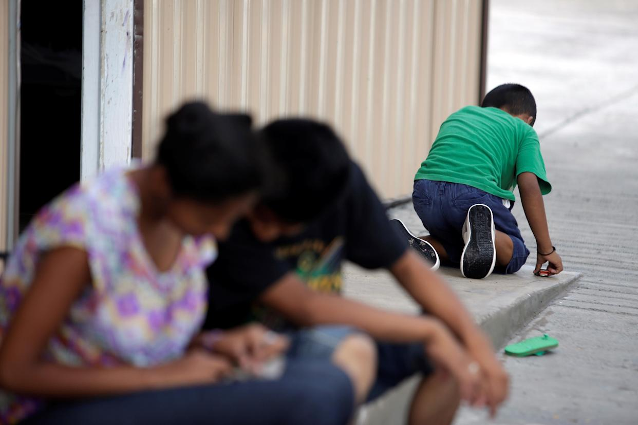 """<span class=""""s1"""">Salvadoran migrant children at a shelter in Reynosa, Tamaulipas state, Mexico, on June 22. (Photo: Daniel Becerril/Reuters)</span>"""