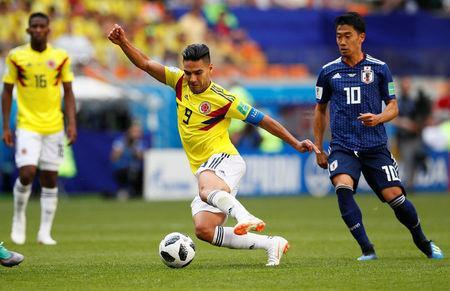 Soccer Football - World Cup - Group H - Colombia vs Japan - Mordovia Arena, Saransk, Russia - June 19, 2018 Japan's Shinji Kagawa in action with Colombia's Radamel Falcao REUTERS/Jason Cairnduff