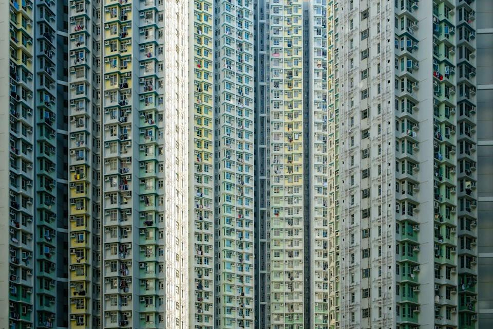"""<span class=""""attribution""""><a class=""""link rapid-noclick-resp"""" href=""""https://www.shutterstock.com/es/image-photo/big-residential-building-highrise-apartment-facade-1615377763"""" rel=""""nofollow noopener"""" target=""""_blank"""" data-ylk=""""slk:Shutterstock / hanohiki"""">Shutterstock / hanohiki</a></span>"""