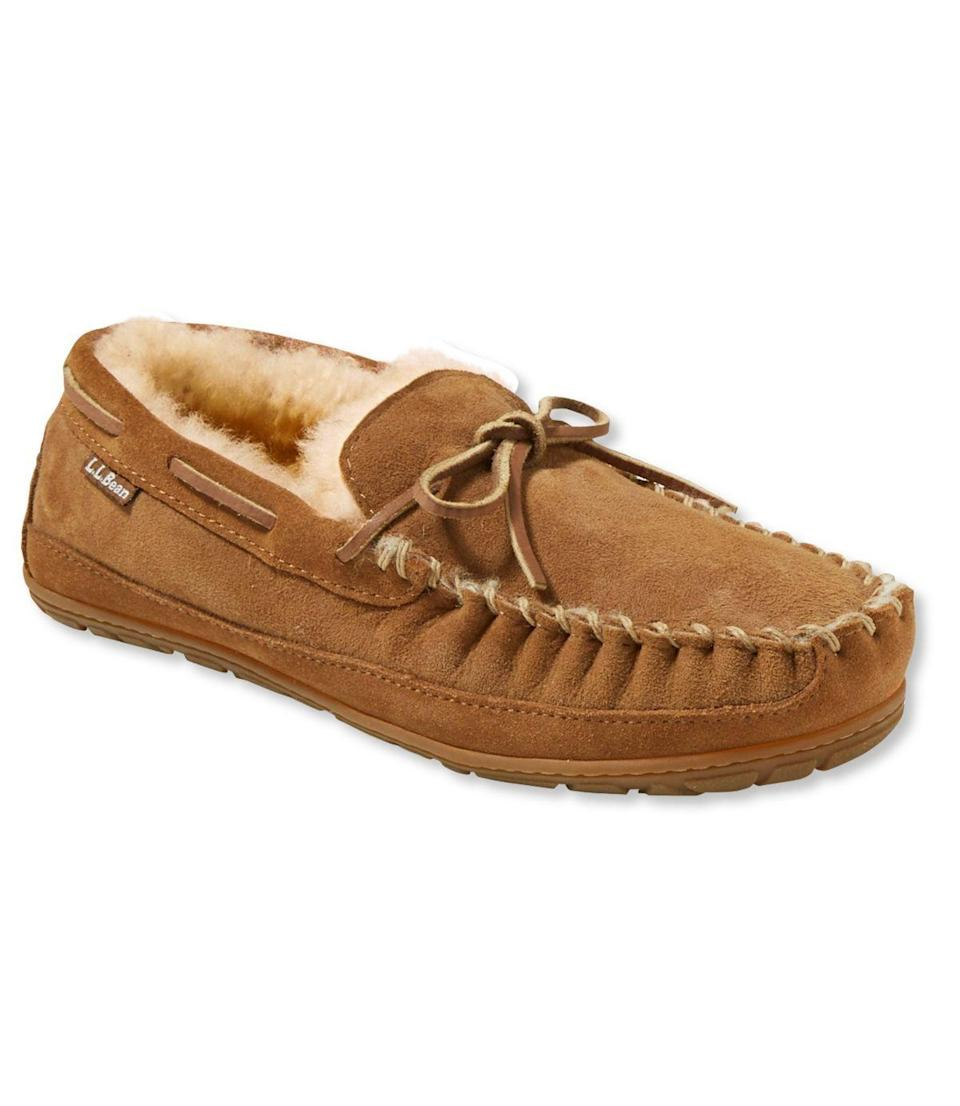"""<p><strong>men's</strong></p><p>llbean.com</p><p><strong>$79.00</strong></p><p><a href=""""https://go.redirectingat.com?id=74968X1596630&url=https%3A%2F%2Fwww.llbean.com%2Fllb%2Fshop%2F65637%3Fpage%3Dmens-wicked-good-moccasins&sref=https%3A%2F%2Fwww.countryliving.com%2Fshopping%2Fgifts%2Fg24168813%2Fboyfriend-gift-ideas%2F"""" rel=""""nofollow noopener"""" target=""""_blank"""" data-ylk=""""slk:Shop Now"""" class=""""link rapid-noclick-resp"""">Shop Now</a></p><p>He may not like to admit that his feet are cold, but we guarantee he'll be wearing these cozy slippers all year long.</p>"""