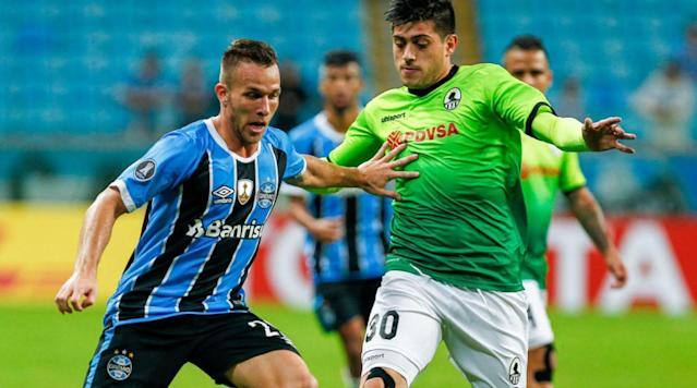 """<p>Barcelona and Gremio have officially announced an agreement on a purchase option for the Copa Libertadores winner Arthur Melo for up to €39m.</p><p>Barcelona, who announced the news on their <a href=""""https://www.fcbarcelona.com/football/first-team/news/2017-2018/agreement-signing-option-rights-fc-barcelona-arthur-gremio-brazil-porto-alegre?utm_source=twitter&utm_medium=fcbarcelona&utm_campaign=54b03a11-69e7-4f65-b726-119911cffd91"""" rel=""""nofollow noopener"""" target=""""_blank"""" data-ylk=""""slk:club website"""" class=""""link rapid-noclick-resp"""">club website</a>, can take up the option from July 2018 for an initial fee of €30m, with €9m in 'variable amounts'.</p><p>""""FC Barcelona and the Brazilian club Gremio de Porto Alegre have reached an agreement on a purchase option for the player Arthur Henrique Ramos de Oliveira Melo, whereas FC Barcelona may exercise this right on the player's federative rights during July of 2018,"""" the statement read.</p><p>La Blaugrana's courtship of 21-year-old midfielder Arthur has been one of the worst kept secrets in football, with the the young Brazilian widely expected to make the move to Catalonia for some time.</p><p>Officials from the club and the player's agents travelled to Barcelona to finalise negotiations last week, <a href=""""http://www.90min.com/posts/5996701-gremio-officials-head-back-to-brazil-as-negotiations-with-barcelona-for-arthur-move-break-down"""" rel=""""nofollow noopener"""" target=""""_blank"""" data-ylk=""""slk:but the move appeared to hit a snag with reports suggesting that the club representatives were set to walk away from the deal and return Brazil"""" class=""""link rapid-noclick-resp"""">but the move appeared to hit a snag with reports suggesting that the club representatives were set to walk away from the deal and return Brazil</a>, after disagreements over payment structures.</p><p>However, while the financial side of the deal has been wrapped up, there is no guarantee that <a href=""""http://www.90min.com/teams/barca?view_source=incontent_links&vie"""