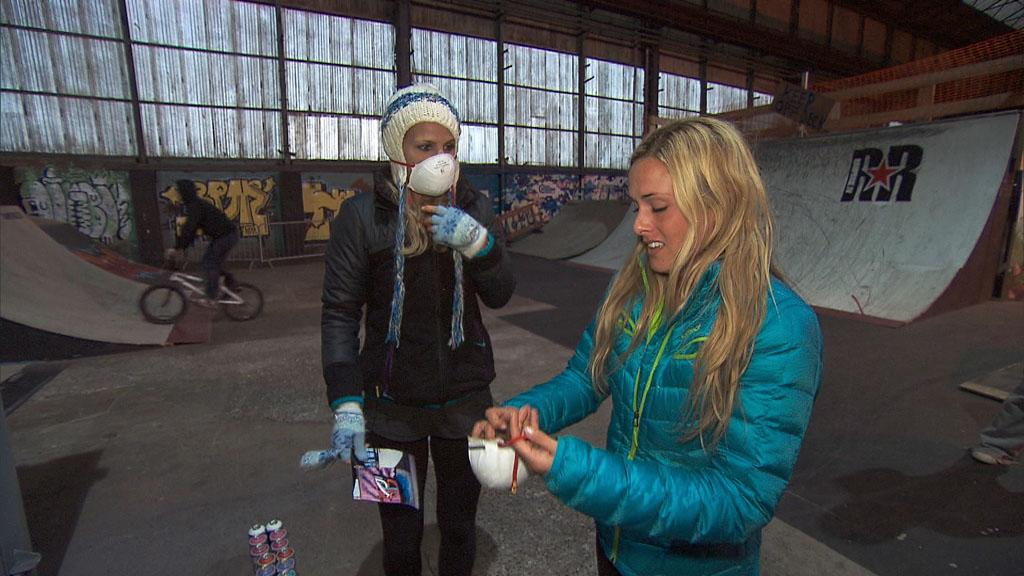 """Beacon of Hope"" -- In Detour B, Country singers Jennifer (left) and Caroline (right) must recreate a graffiti mural at the T13 Urban Playground in Belfast, Northern Ireland, in order to receive the next clue on the 22nd season finale of ""The Amazing Race."""