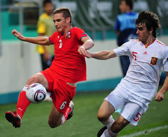 Spain's Jon Aurtenexte (R) vies with Czech Republic's Tomas Prikryl (L) during their UEFA European Under-19 Championship 2010/2011 final football match in Chiajna village, next to Bucharest, on August 1, 2011. AFP PHOTO/DANIEL MIHAILESCU (Photo credit should read DANIEL MIHAILESCU/AFP/Getty Images)