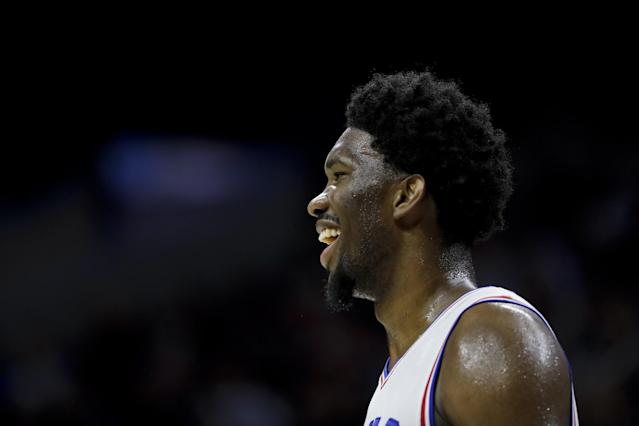 "<a class=""link rapid-noclick-resp"" href=""/nba/players/5294/"" data-ylk=""slk:Joel Embiid"">Joel Embiid</a> faces the challenge with a smile. (AP)"