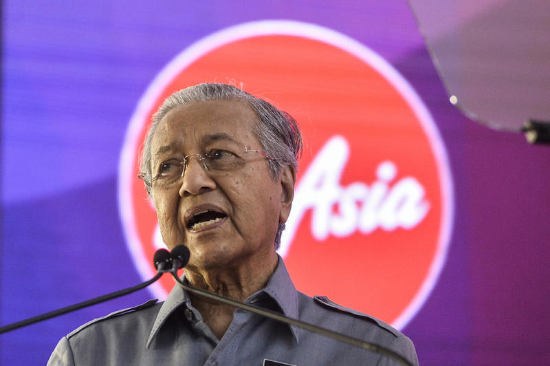 Prime Minister Tun Dr Mahathir Mohamad addresses staff during a visit to AirAsia RedQ in Sepang August 16, 2019. — Picture by Miera Zulyana
