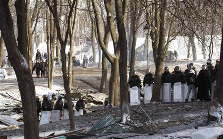 Riot police stand behind their shields near the site of clashes with anti-government protesters in Kiev January 27, 2014. REUTERS/Vasily Fedosenko