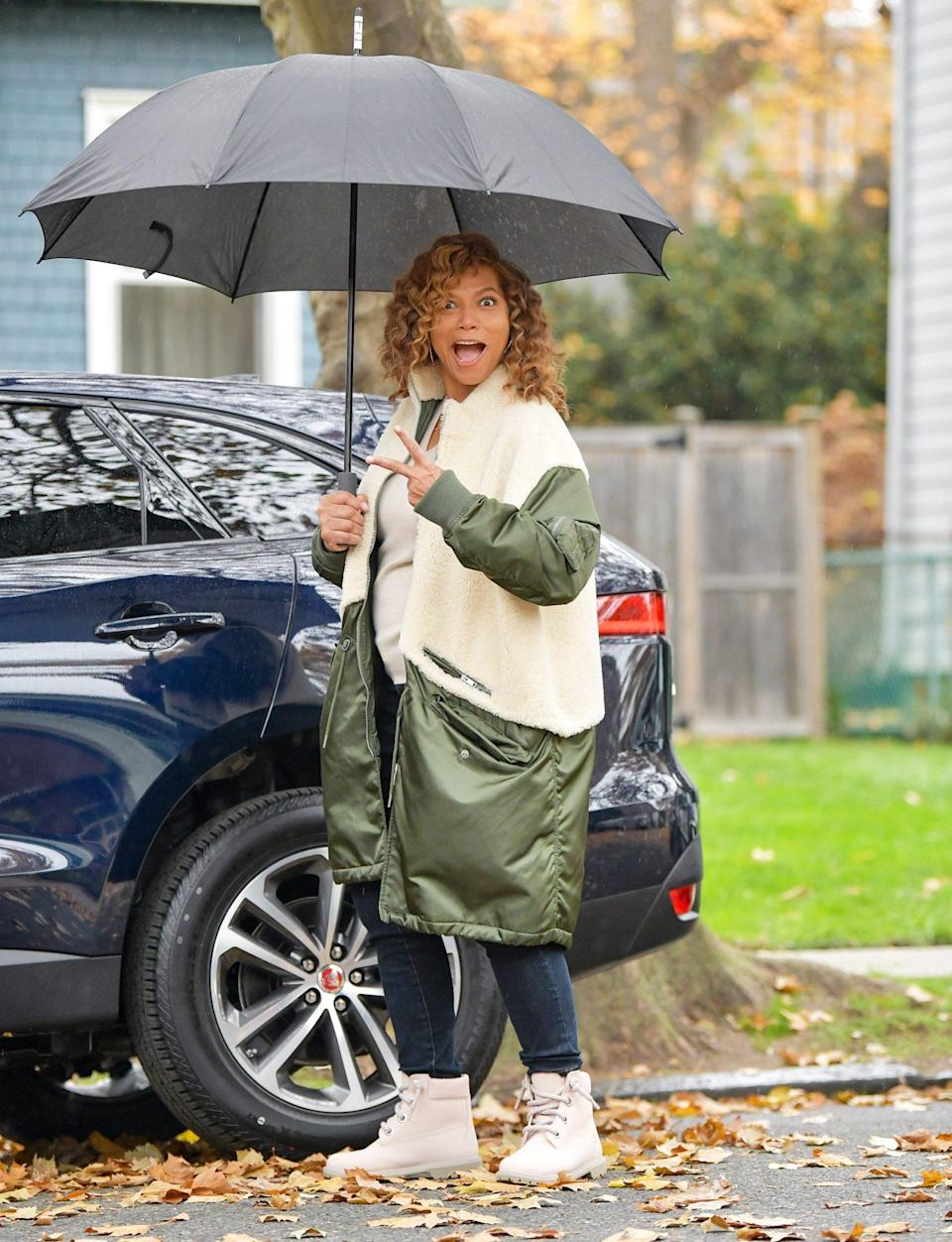 <p>Queen Latifah is seen on Wednesday, pumped and ready to film on the set of <em>Equalizer</em> in Jersey City, New Jersey.</p>