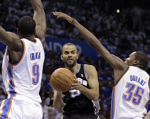 San Antonio Spurs guard Tony Parker (9), of France, looks to pass between Oklahoma City Thunder forward Serge Ibaka, left, from the Republic of Congo, and forward Kevin Durant (35) during the first half of Game 4 in the NBA basketball playoffs Western Conference finals, Saturday, June 2, 2012, in Oklahoma City. (AP Photo/Eric Gay)