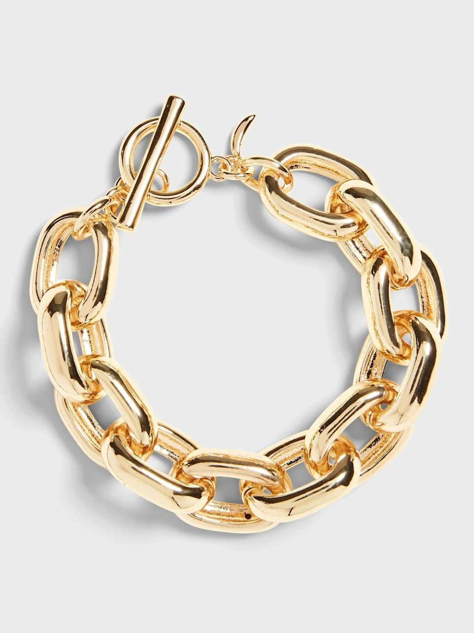 <p>Simple and elegant, a gold link like this <span>Banana Republic Chunky Link Bracelet</span> ($58) never goes out of style.</p>