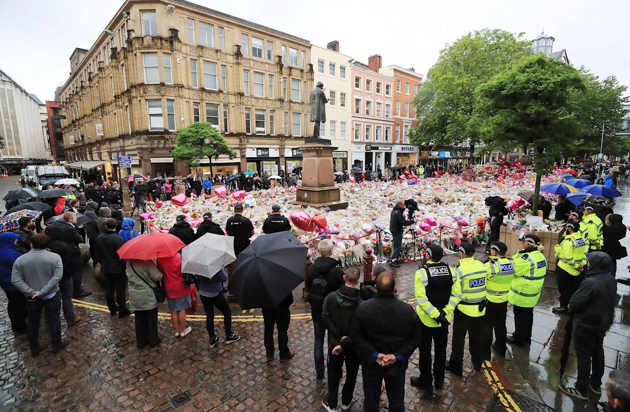 <p>People observing a minute's silence in St Ann's Square, Manchester, England, in honour of the London Bridge terror attack victims, Tuesday June 6, 2017. (Photo: Peter Byrne/PA via AP) </p>