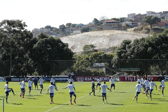 Argentina's team warms up during a training session at Cidade do Galo training ground in Vespasiano, near Belo Horizonte, Brazil, Friday, June, 13, 2014. Argentina will play in group F of the Brazil 2014 soccer World Cup. (AP Photo/Victor R. Caivano)