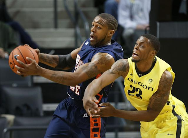 Morgan State's Anthony Hubbard, left, comes down with a rebound ahead of Oregon's Elgin Cook during the first half of an NCAA college basketball game in Eugene, Ore., Sunday, Dec. 29, 2013. (AP Photo/Chris Pietsch)