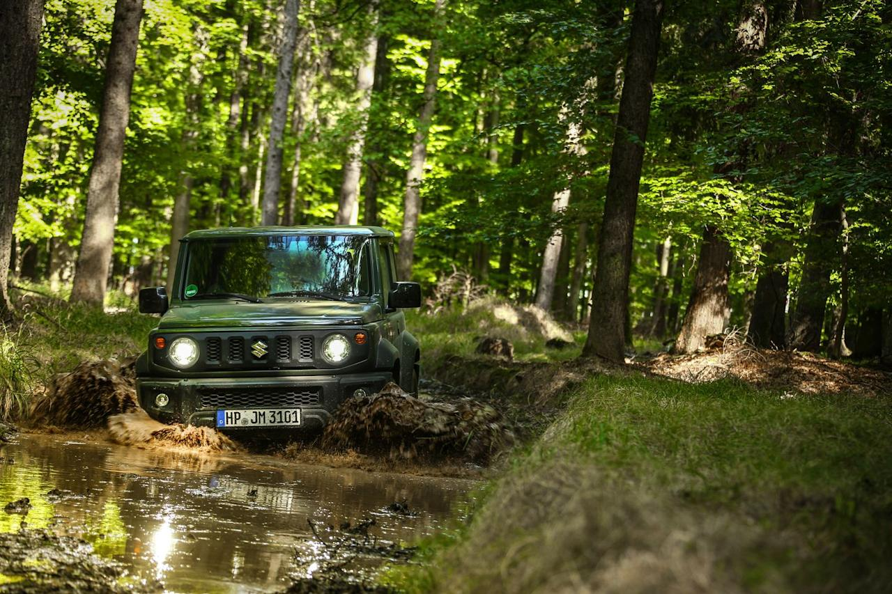 <p>Despite being all-new, the latest Jimny still features body-on-frame construction and solid axles front and rear.</p>