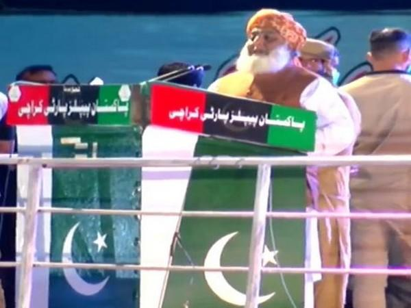 Jamiat Ulema-i-Islam chief Fazlur Rehman speaking at the Sunday's anti-government rally in Karachi.