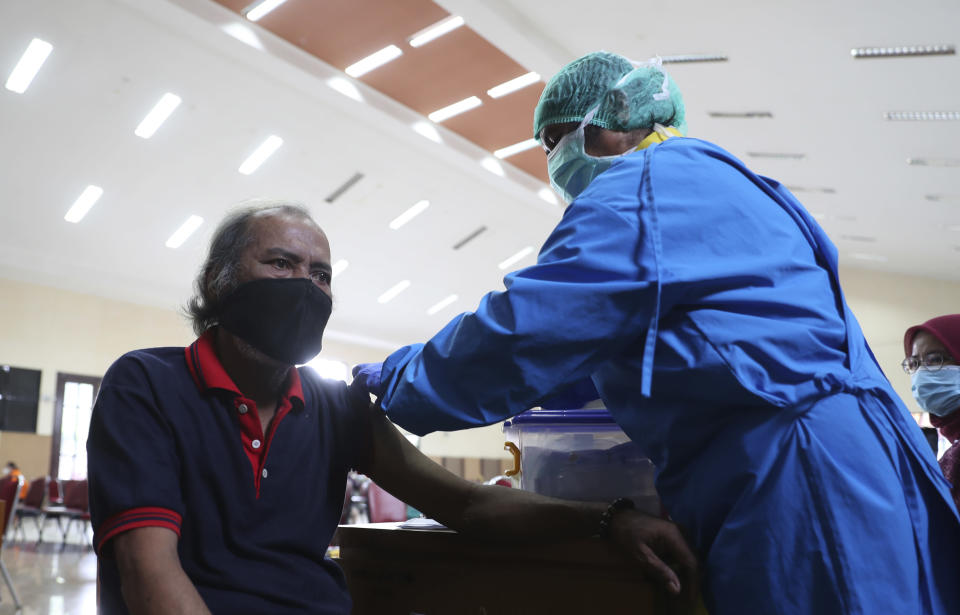 A man receives shot of Sinovac COVID-19 vaccine during mass vaccination in Jakarta, Indonesia. Thursday, April 15, 2021. (AP Photo/ Achmad Ibrahim)