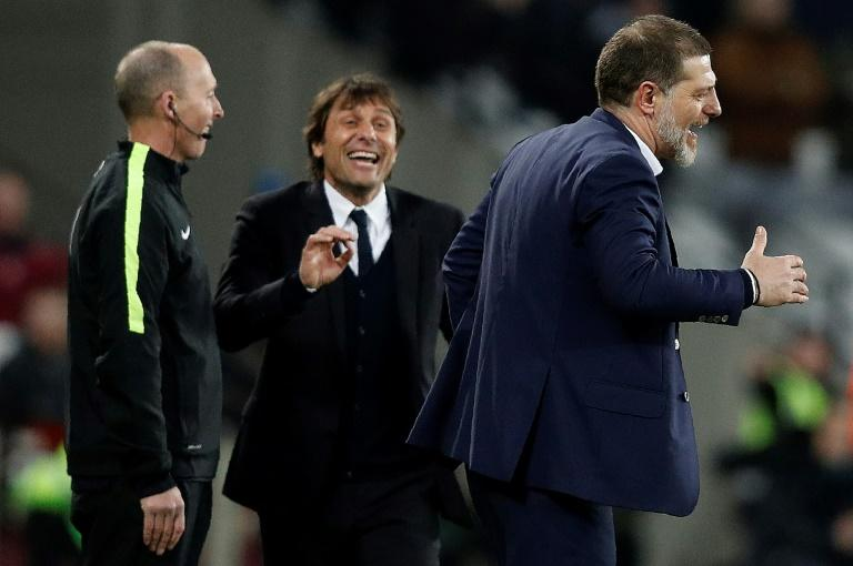 Chelsea's head coach Antonio Conte (L) and West Ham United's manager Slaven Bilic on the touchline on March 6, 2017