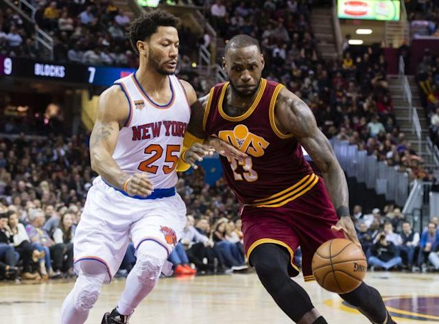 """<a class=""""link rapid-noclick-resp"""" href=""""/nba/players/4387/"""" data-ylk=""""slk:Derrick Rose"""">Derrick Rose</a> and <a class=""""link rapid-noclick-resp"""" href=""""/nba/players/3704/"""" data-ylk=""""slk:LeBron James"""">LeBron James</a> shared five straight MVPs from 2009-13. (Getty Images)"""