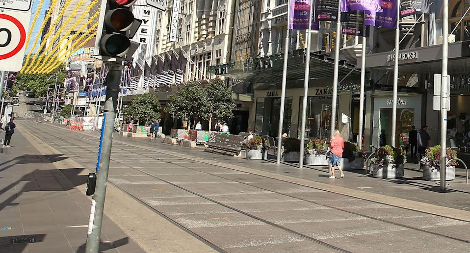 A smoking ban at Melbourne's Bourke Street Mall has come into effect on Friday.