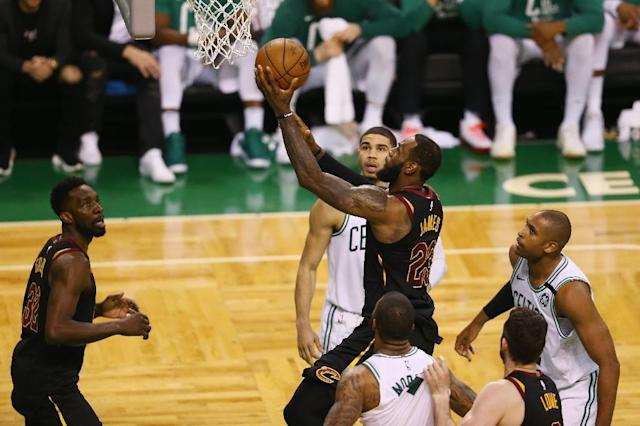 LeBron James of the Cleveland Cavaliers drives to the basket in the second half against the Boston Celtics during the 2018 NBA Eastern Conference Finals in Boston, Massachusetts (AFP Photo/Adam Glanzman)