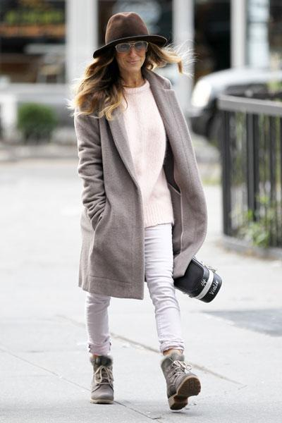 <b>Sarah Jessica Parker:</b><br><br>SJP slips on something a bit warmer (although with the coat wide open, we're not sure how warm it can be). The boxy dove grey coat over a loose light pink sweater and rolled up skinny jeans over combat boots is a cute look for winter. The light colours are refreshing when we're used to seeing a sea of drab black. Picture by: Christopher Peterson / Splash News