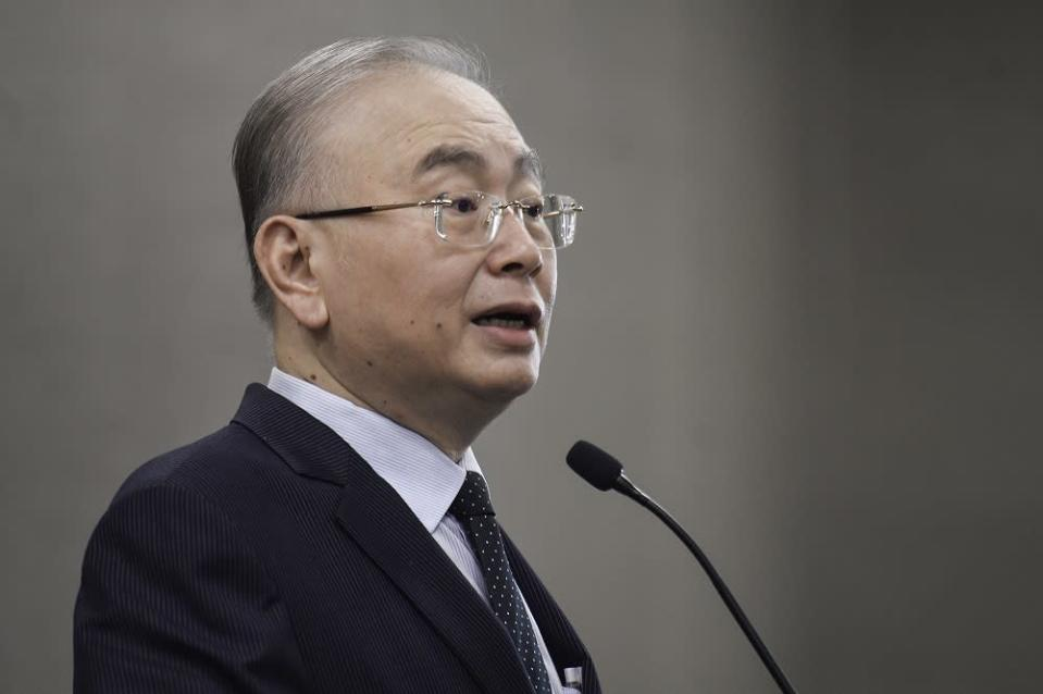 Transport Minister Wee Ka Siong acknowledged that the congestion has caused a problem for those in the retail sector due to the delays in receiving their cargo. ― Picture by Miera Zulyana