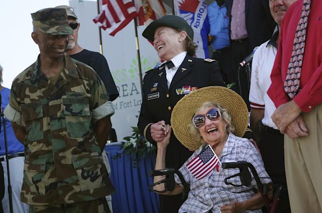 <p>U.S. Navy veteran Sylvia Lewis, age 95, of Plantation, Fla., shares a moment with Col. Connie Christensen, U.S. Army Ret., Monday, May 29, 2017 at the City of Fort Lauderdale Memorial Day service. (Photo: Fort Lauderdale/South Florida Sun-Sentinel via AP) </p>