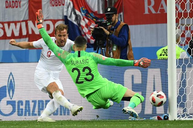 <p>England's forward Harry Kane (L) attempts to score past Croatia's goalkeeper Danijel Subasic during the Russia 2018 World Cup semi-final football match between Croatia and England at the Luzhniki Stadium in Moscow on July 11, 2018. (Photo by MANAN VATSYAYANA / AFP) </p>