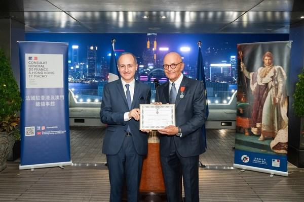 HSH Chief Operating Officer, Mr. Peter Borer (right), receives the Chevalier in the National Order of the L & # xe9; gion d'Honneur from the Consul General of France in Hong Kong and Macao, Mr. Alexandre Giorgini ( PRNewsfoto / The Hongkong and Shanghai Hotels, Limited)