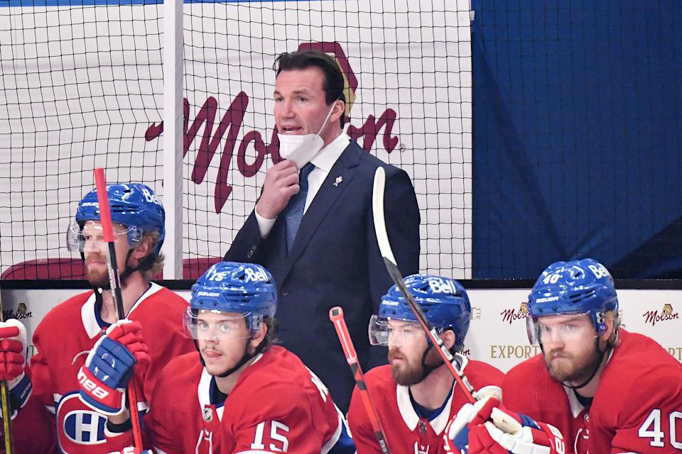MONTREAL, QUEBEC - JUNE 18:  Assistant coach Luke Richardson of the Montreal Canadiens assumes head coaching responsibilities against the Vegas Golden Knights during the first period in Game Three of the Stanley Cup Semifinals of the 2021 Stanley Cup Playoffs at Bell Centre on June 18, 2021 in Montreal, Quebec. Head coach Dominique Ducharme (not pictured) tested positive for COVID-19 earlier in the day. (Photo by Minas Panagiotakis/Getty Images)