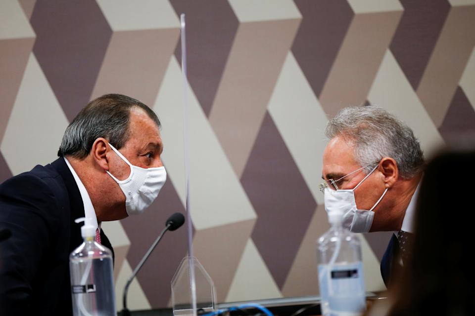 Brazilian Senators Omar Aziz talks with Brazilian Senator Renan Calheiros during a meeting of the Parliamentary Inquiry Committee (CPI) to investigate government actions and management during the coronavirus disease (COVID-19) pandemic, at the Federal Senate in Brasilia, Brazil May 18, 2021. REUTERS/Adriano Machado