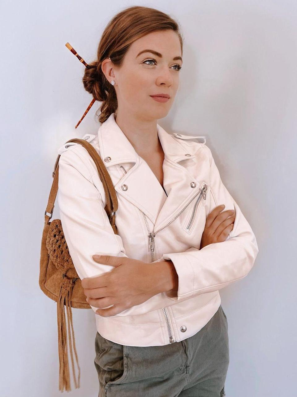 "<p>If you prefer Jenna's outfits from her time as an editor at fashion magazine<em> Poise</em>, we've got you covered: You can pull off this leather jacket look for a 2000s outfit that's still appropriate for work. </p><p><em><a href=""http://www.mimosasmanhattan.com/recreating-all-things-jenna-rink-13-going-on-30/"" rel=""nofollow noopener"" target=""_blank"" data-ylk=""slk:Get the tutorial at Mimosas and Manhattan »"" class=""link rapid-noclick-resp"">Get the tutorial at Mimosas and Manhattan »</a></em></p>"