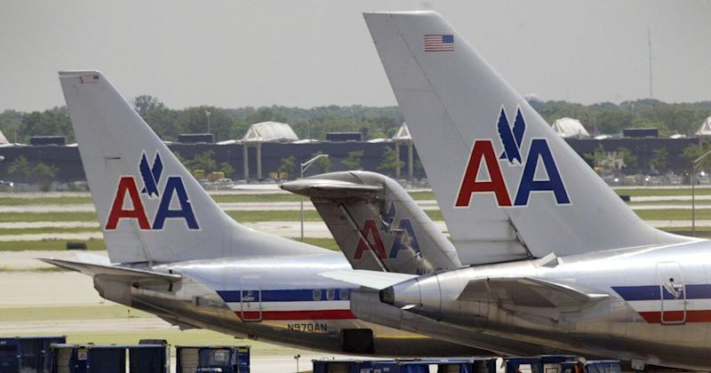 Couple Kicked Off Flight Over 'Body Odor' Suing American Airlines