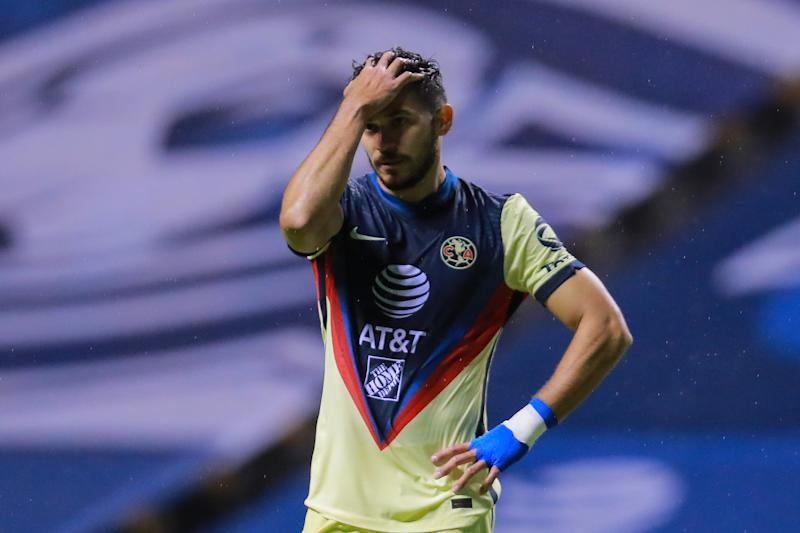 PUEBLA, MEXICO - SEPTEMBER 08: Henry Martín #21 of America gestures during the 9th round match between Puebla and America as part of the Torneo Guard1anes 2020 Liga MX at Cuauhtemoc Stadium on September 08, 2020 in Puebla, Mexico. (Photo by Manuel Velasquez/Getty Images)