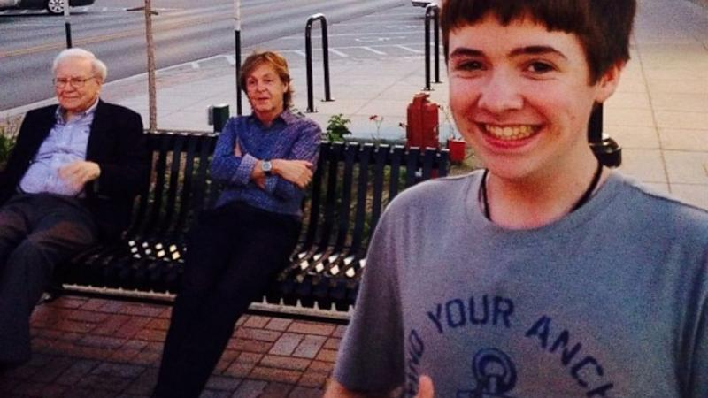 Nebraska Teen Sneaks Photo With Paul McCartney and Warren Buffett