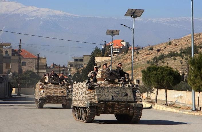 Lebanese troops patrol in the village of Ras Baalbak in the eastern Bekaa Valley near the border with Syria on January 23, 2015 (AFP Photo/)
