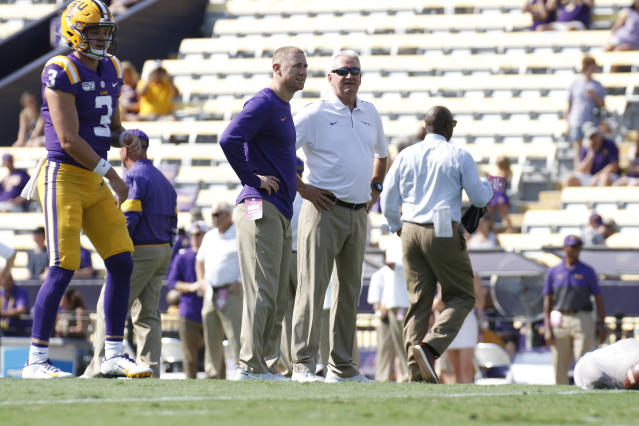 LSU Tigers passing game coordinator Joe Brady talks with offensive coordinator Steve Ensminger (right) before a game on Oct. 5. (Getty)