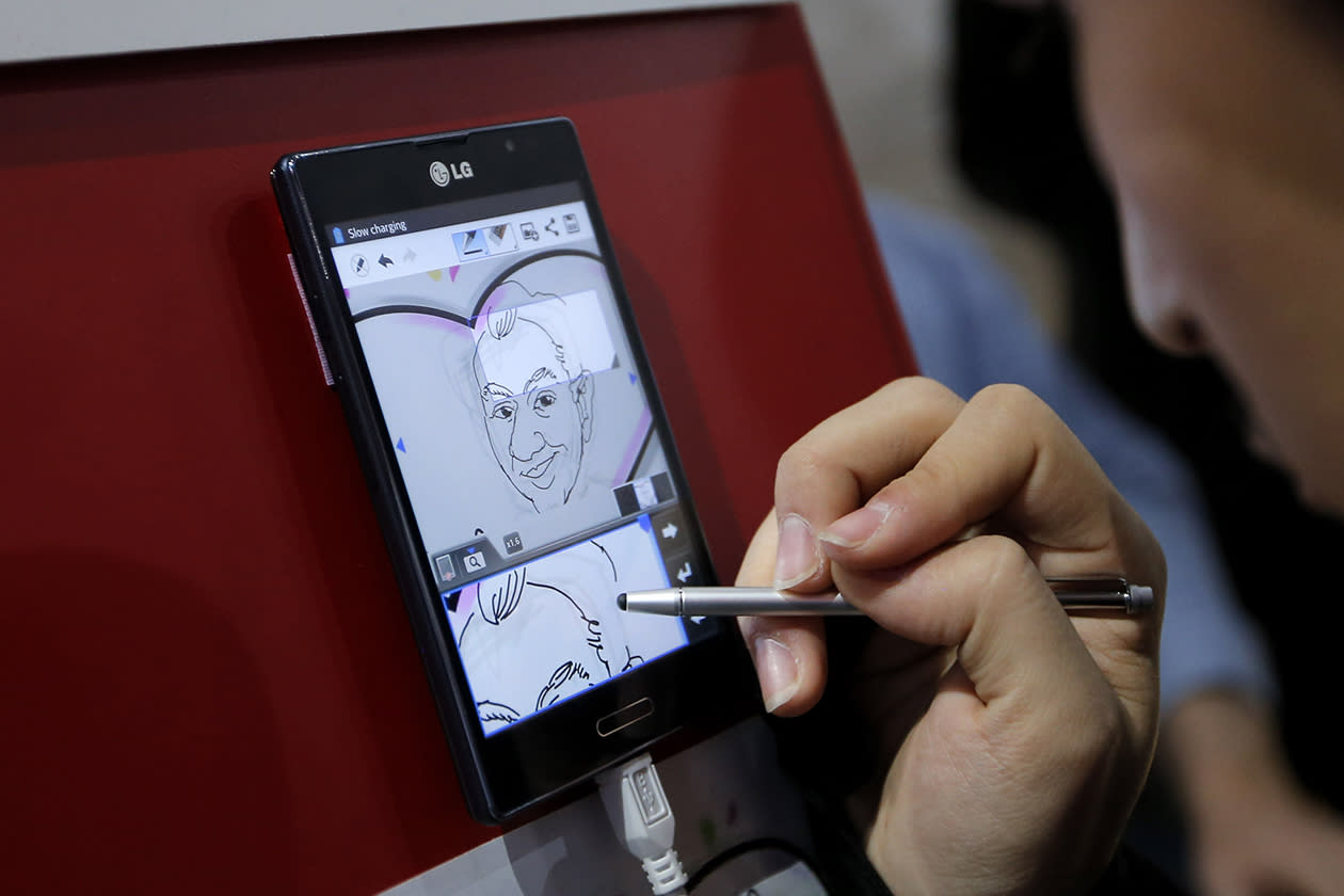 An artist draws a caricature to demonstrate the Panorama Note feature on LG smartphones at the International Consumer Electronics Show.