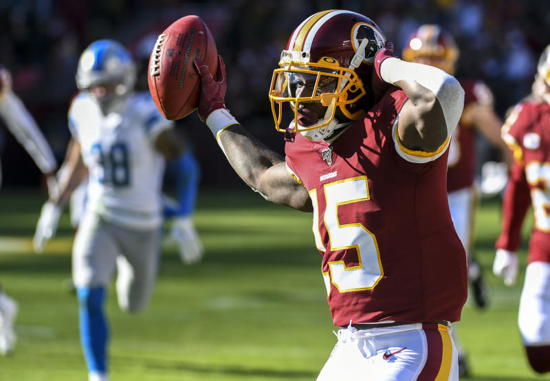 LANDOVER, MD - NOVEMBER 24: Washington Redskins wide receiver Steven Sims (15) returns a kickoff 91 yards for a touchdown in the second quarter against the Detroit Lions on November 24, 2019, at FedEx Field in Landover, MD. (Photo by Mark Goldman/Icon Sportswire via Getty Images)